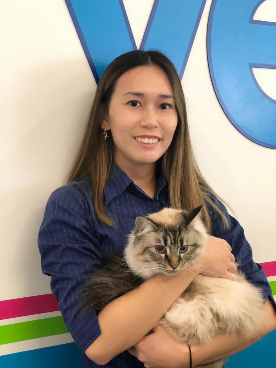 Dr Yat Chi  - Veterinarian